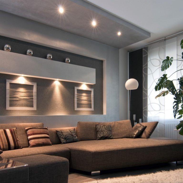 потолок над диваном в гостиной